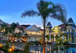 (1) Adhiwangsa Hotel Solo