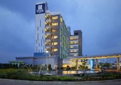 (1) Batiqa Hotel Karawang